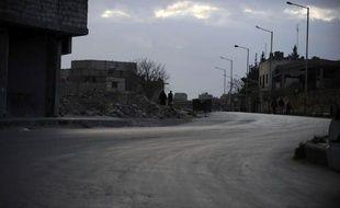 Des centaines de familles fuyaient dimanche un quartier clé de la ville d'Alep dans le nord de la Syrie en raison de violents combats entre rebelles et soldats, rapporte l'Observatoire syrien des droits de l'Homme (OSDH).