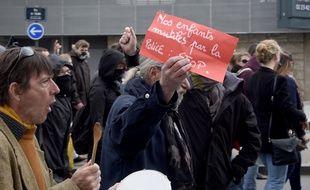 Un manifestant lors du rassemblement contre les violences policières interdit à Rennes, le 14 mai 2016.