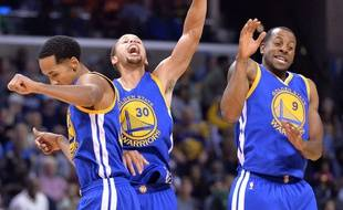 Livingston, Curry et Iguodala  (de g. à dr.) lors de la victoire des Warriors contre les Grizzlies, le 11 novembre 2015.