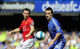 Ryan Giggs (en rouge) et John Terry (en bleu), lors d'un match entre Manchester United et Chelsea en Premier League, le 26 avril 2008.