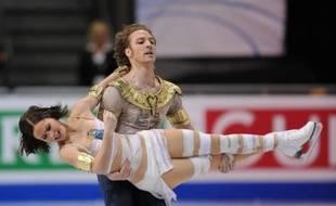 La fracture est toujours là et seul un discret pansement sur le nez cassé de Nathalie Péchalat rappelle le douloureux épisode mais la crainte de ne pas participer avec son partenaire Fabian Bourzat aux Championnats du monde de Nice de patinage artistique, est désormais envolée.