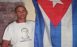 Le prisonnier cubain Wilmar Villar décédé jeudi et présenté comme un dissident mort des suites d'une grève de la faim par l'opposition - ce que le gouvernement a fermement démenti - a été enterré vendredi à Contramaestre, dans l'est de Cuba, au milieu de fortes mesures de sécurité.