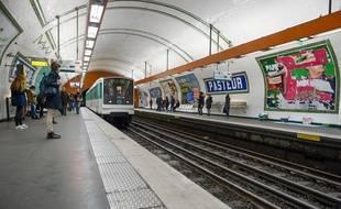 La station de métro Pasteur sur la ligne 12, à Paris.