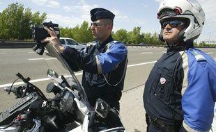 Une patrouille de CRS de Lyon effectue des contrôles radars sur l'A43, le 8 mai 2011. CYRIL VILLEMAIN/20 MINUTES