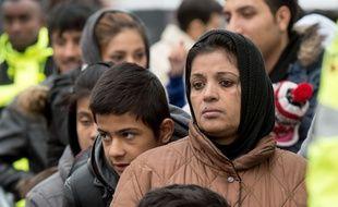 Des migrants attendent d'être enregistrés à Giessen, en Allemagne, le 2 décembre 2015.