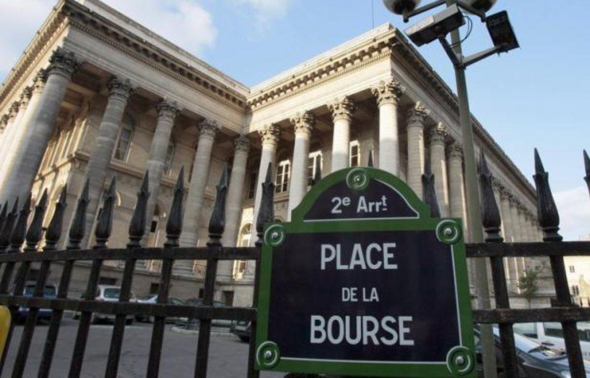 La Bourse de Paris abandonnait 1,59% lundi au cours des premiers échanges, dans un marché dominé par la chute des valeurs financières alors que la méfiance des investisseurs envers la zone euro et l'Espagne en particulier, s'accentue. – Jacques Demarthon afp.com