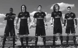 Le PSG a présenté son maillot Third le 9 septembre 2015.