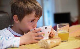 Le pain au petit-déjeuner permet aux enfants de tenir toute la matinée.