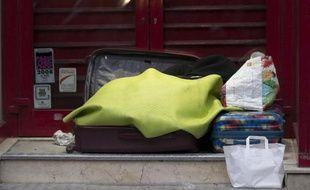 """Un collectif se disant composé de sans-abris s'est élevé contre une """"carte de secours"""" distribuée à Marseille aux SDF et présentant des informations sur leur santé --""""des polémiques absurdes"""" selon la mairie"""