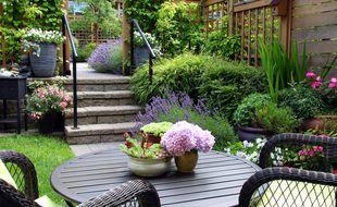 Pour vous aider à choisir, voici un comparatif des meilleures tables de jardin