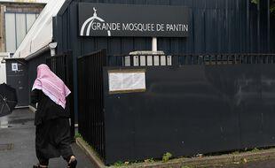 Un fidèle arrive à la mosquée de Pantin, le 20 octobre 2020.