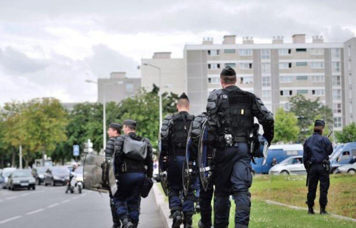 Cent policiers supplémentaires ont été envoyés en renfort pour la nuit de mardi à mercredi à Amiens, théâtre de violences urbaines dans la nuit de lundi à mardi, portant à 250 le nombre d'agents mobilisés sur place, a annoncé le ministère de l'Intérieur. – Philippe Huguen afp.com