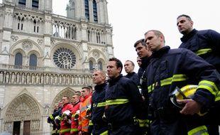 Les pompiers de Paris ont été remerciés ce mardi 16 avril 2019 par le le ministre de l'Interieur Christophe Castaner devant Notre Dame de Paris.