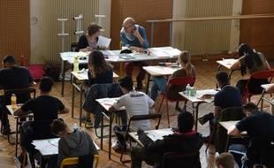 Des lycéens lors de l'épreuve de philo du bac, au lycée Pasteur de Strasbourg, lundi 17 juin.