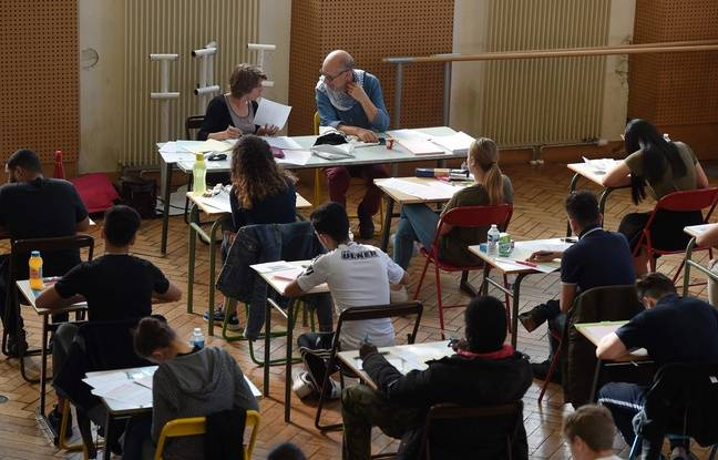 High school students during the bachelor's degree exam at the Pasteur High School in Strasbourg, Monday, 17 June.