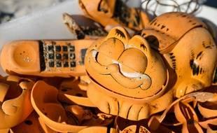 Un lot de téléphones Garfield a été découvert dans une grotte.
