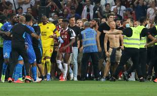Des supporters se sont introduits sur la pelouse de Nice pour en découdre avec des joueurs marseillais.