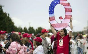 «QAnon» est composé d'une armée de complotistes qui veulent faire réélire Trump.