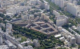 Quatre détenus par cellule de 12 m2, WC dans un coin de la pièce: les conditions de détention à la maison d'arrêt parisienne de La Santé viennent d'être sanctionnées par la justice, qui a octroyé des dommages et intérêts à trois détenus