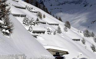 Chutes de neige exceptionnelles et avalanches en montagne