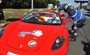 Une Ferrari et son équipage lors d'une course de cannonball (illustration).