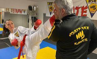 May-Ly Picard travaille la technique avec son coach Anthony Perez, le lundi 9 décembre 2019, à Nice