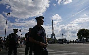 La tour Eiffel a été évacuée en raison d'une alerte au colis suspect.
