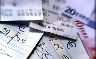 Des chèques.