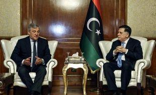 Antonio Tajani (à gauche), président du Parlement européen, aux côtés du chef du gouvernement libyen d'union nationale (GNA), Fayez al-Sarraj.