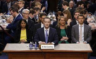 Le patron de Facebook, Mark Zuckerberg, face aux membres de Comité judiciaire du Sénat américain le 10 avril 2018.