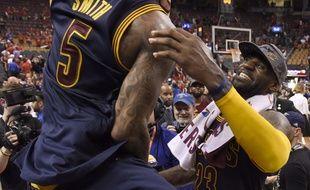 LeBron James fête la qualification en finale NBA de Cleveland, le 27 mai 2016.