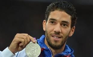 Un responsable du CREPS de Reims accuse le double vice-champion olympique du 3000 m steeple Mahiédine Mekhissi de l'avoir agressé, sur fond de jalousie supposée et d'incompréhension totale depuis des années entre le centre et l'athlète, soutenu par sa Fédération