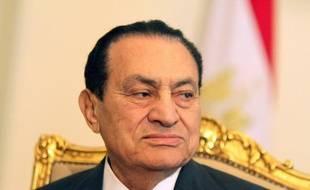 Le procureur égyptien a ordonné le retour de l'ex-président égyptien Hosni Moubarak en prison après l'amélioration de son état de santé, près d'un mois après son transfert dans un hôpital militaire du Caire à la suite d'une attaque cérébrale, a annonce un communiqué officiel.