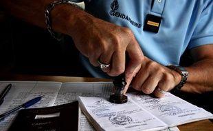 Le titre de circulation doit être visé tous les trois mois en gendarmerie.