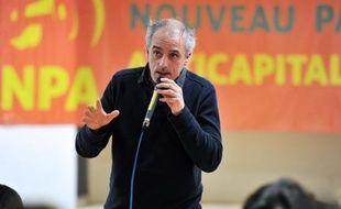 Au NPA, les choses ne s'arrangent pas: Philippe Poutou peine à récolter ses 500 signatures, malgré le soutien appuyé de son prédécesseur Olivier Besancenot, et des voix dans le parti se montrent de plus en plus sensibles au discours de Jean-Luc Mélenchon