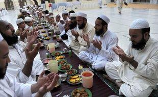 Partagés entre leur foi et leur désir de performance, les 3.500 athlètes de confession musulmane présents à Londres doivent honorer deux rendez-vous importants, le mois du Ramadan et les jeux Olympiques qui s'ouvrent vendredi.