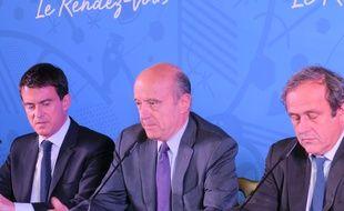 Manuel Valls, Alain Juppé et Michel Platini, le 23 octobre 2014 à Bordeaux lors du comité de pilotage pour l'Euro de foot 2016