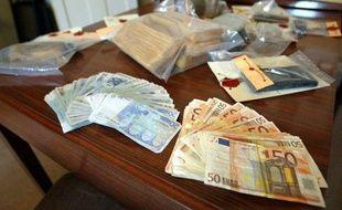 Vingt millions d'euros d'avoirs criminels issus du trafic de drogue ont été confisqués sous diverses formes en France en 2011 et reversés à 90% aux policiers, gendarmes, douaniers, magistrats, tandis que le reste va aux actions de prévention, selon la Mildt.