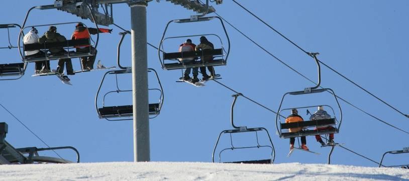 image d'illustration de station de ski. rémontées mécaniques dans les Pyrénées