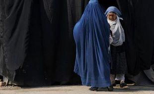Le gouvernement afghan étudie la possibilité de rétablir la peine de mort par lapidation en cas d'adultère, ce qui marquerait un retour aux châtiments infligés sous le régime des talibans, a dénoncé lundi l'organisation de défense des droits de l'homme Human Rights Watch.