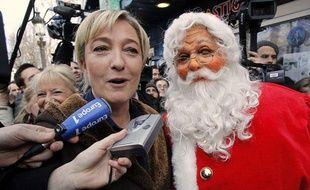Marine Le Pen au marché de Noël des Champs-Elysées, le 19 décembre 2012.
