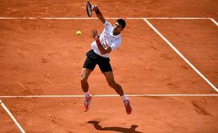 Le Serbe Novak Djokovic lors de sa demie-finale contre l'Autrichien Dominic Thiem à Roland Garros le 8 juin 2019.
