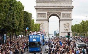 Les athlètes Français de retour des JO défilent sur les Champs-Elysées, le 13 août 2012 à Paris.
