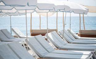Sur une plage privée, à Nice