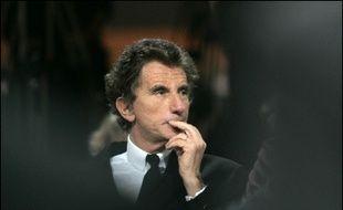 Jack Lang a pris vendredi la défense de Georges Frêche, en livrant sa version de l'incident qui avait opposé le président socialiste de la région Languedoc Roussillon à des représentants des harkis le 11 février.