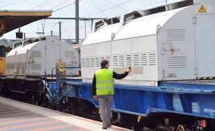 Un train transportant des déchets métalliques radioactifs à destination de la Belgique a quitté Valognes (Manche) dans la nuit de mardi à mercredi, a annoncé le groupe nucléaire français Areva dans un communiqué.