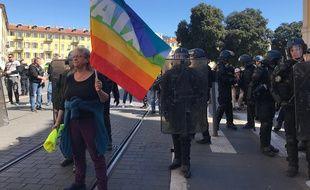 """Geneviève Legay, militante """"sur tous les fronts"""" pendant la manifestation samedi place Garibaldi à Nice."""