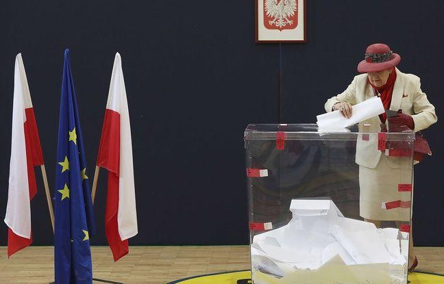 Une très très grosse urne (ou une très petite dame), à Varsovie en Pologne.