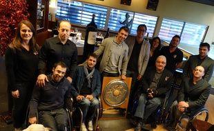 Le Stade Toulousain Rugby Handisport et son parrain Vincent Clerc présentent le Bouclier de champion de France 2015.