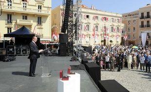 Le  Prince Albert II de Monaco, lors d'un cocktail organisé en présence de milliers de Monégasques pour célébrer ses 10 ans de règne, le 11 juillet 2015.